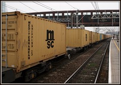 Vanishing Point (Stuart Axe) Tags: uk england london train box rail railway trains container evergreen cast po sealand containership shipping hyundai railways freight boxs stratford yangming msc containers hanjin shippingcontainer kline freighttrain hapaglloyd cosco maersk intermodal nedlloyd chinashipping uniglory bigmetalbox ponedlloyd columbusline