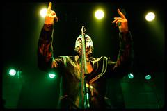 De patos y gallinas (igua_na) Tags: en verde green canon la colores emilia iguana luchador musica evento mexicano aguilera vivo cantante máscara batuta musico tocata xti patogallina saunmachin