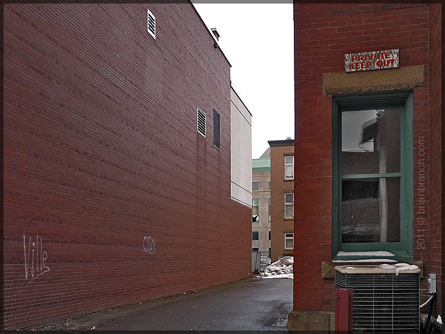 P1140700_alley