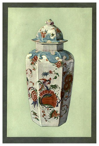 015-Florero, con tapa, de Worcester, cerca de 1760-A book of porcelain…1910-William Gibs