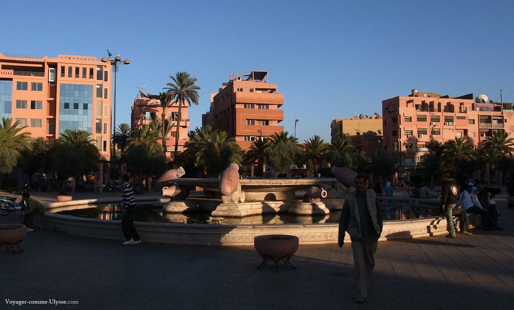 Fontaine de Marrakech, avec ses amphores en décoration
