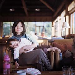 louise and kiki (Petit Ming) Tags: film rolleiflex kodak taiwan epson portra400nc 75mm 35f v700 xenotar  gtx900