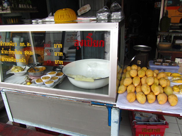 5633733584 d57bd5a3c2 o Best in Bangkok: Sticky Rice and Durian at Loong Peeak (ลุงเปี๊ยก)