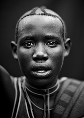 Menit tribe man - Omo valley Ethiopia (Eric Lafforgue) Tags: africa people blackandwhite haircut face look vertical youth person noiretblanc market interieur portait headshot jeunesse indoors teenager omovalley inside marketplace ethiopia hairstyle adolescent tum personne humanbeing marche tete visage regard contemplation coiffure afrique hairdress omo eastafrica abyssinia ethiopie coupedecheveux lookingatcamera traditionalclothes toum blackandwhitepicture dedans abyssinie 0686 menit afriquedelest traditionalhairstyle etrehumain vueinterieure habittraditionnel photoennoiretblanc meinit valleedelomo regardantlobjectif peoplesoftheomovalley peuplesdelavalleedelomo coiffuretraditionelle habittraditionnels peuplemenit menitpeople tribudesmenits menittribe meinitpeople meinittribe
