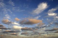 Un cielo protector sobre la playa (Ostrosky Photos) Tags: blue sunset sea summer vacation sky people white blanco beach argentina colors azul clouds fun atardecer mar sand beige buenosaires colorful waves gente dusk joy perspective playa colores arena cielo nubes verano perspectiva olas ocaso diversin alegra colorido veraneo santateresita