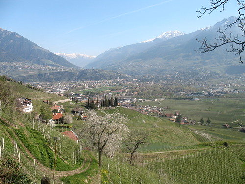 Blick vom Marlinger Waalweg auf Meran und ins Passeiertal