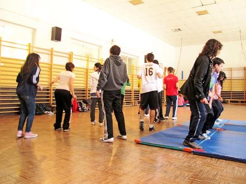 Baile en el gimnasio- by Micheo