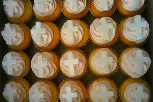 communion cupcakes by Little Sweeties Cupcakes