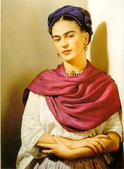 Frida lleva rebozo rojo