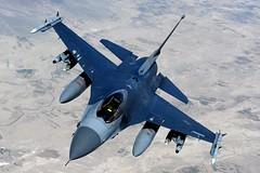 [フリー画像] 乗り物, 航空機, 戦闘機, F-16 ファイティング・ファルコン, アメリカ空軍, 201104022300