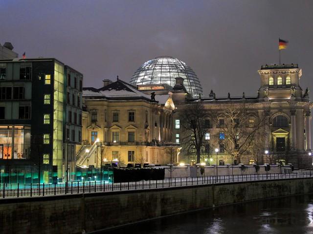 derrière le bundestag à berlin
