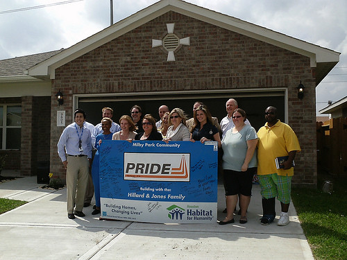 Houston Habitat for Humanity, Green Mountain dedicate a new solar-powered home to Hillard & Jones family
