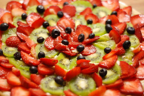 beautiful fruit pizza