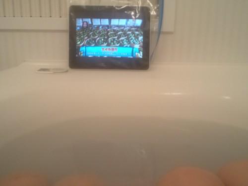 iPadをジプロックしてお風呂テレビにもなるSlingbox 。