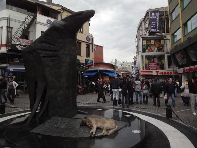 Estatua da Aguia em Besiktas Istambul