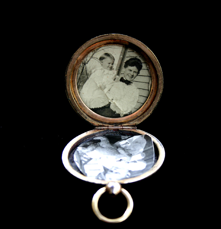 Victorian or Edwardian Gold Plated Locket - Hand Engraved with Original Photographs - 03