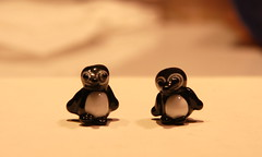 Penguin Beads (SimplP) Tags: art glass penguins torch bead lampwork pendant flamework hotglass torchwork softglass morretti