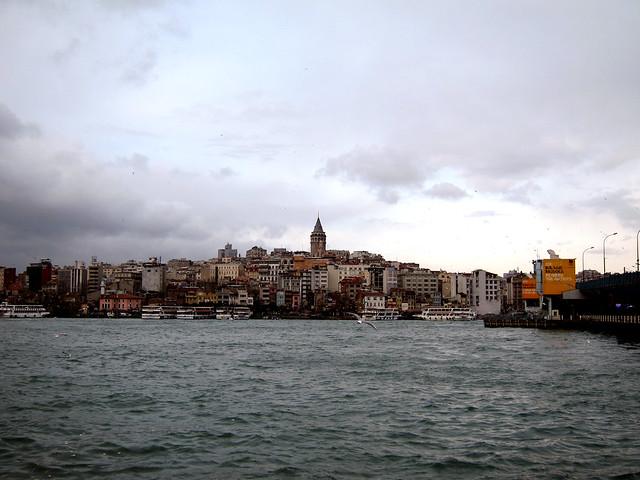 ガラタ橋から新市街を見る