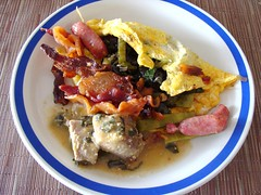 Bacon and four Sides (knightbefore_99) Tags: food west breakfast mexico coast bacon sausage mexican oaxaca desayuno omelet huitlacoche huatulco porc tocino