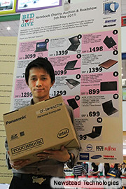 Tay Hong Kuan with his Panasonic notebook with the night's highest bid of $1,349