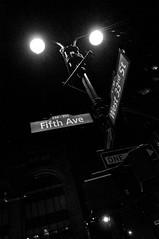 (SGCampos) Tags: city nyc newyorkcity light sky urban bw usa newyork apple sign us big nikon farola streetlight darkness state nightlife fifthavenue fifthave d90 skycreepers sgcampos sgcam