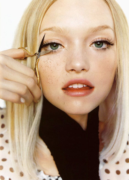 Gemma Ward Snipping Lashes