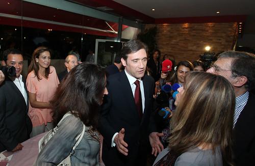 Pedro Passos Coelho e a Esposa Jantam com Artistas-IIMG_0500