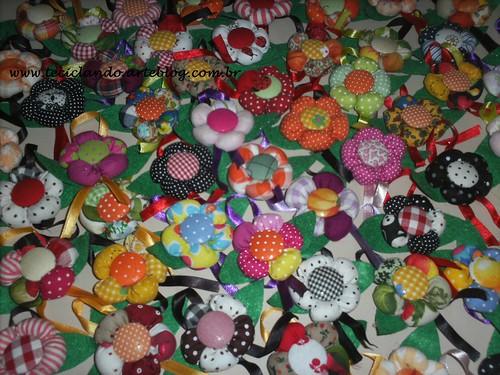 Lembrancinhas maternidade flor de fuxico by Teciclando artes em tecidos