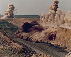 Вскрытие горных пород с помощью взрывчатых веществ