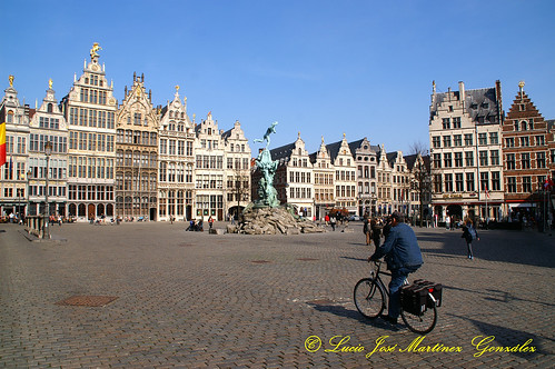 "Antwerpen - The Grote Markt • <a style=""font-size:0.8em;"" href=""http://www.flickr.com/photos/26679841@N00/5555466370/"" target=""_blank"">View on Flickr</a>"