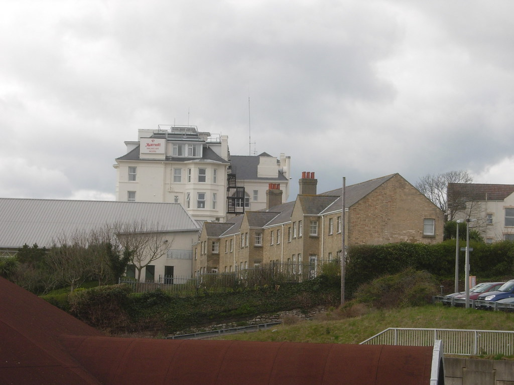 THE FORMER COASTGUARD STATION.  BEACON RD.  BOURNEMOUTH.  MARCH 2008