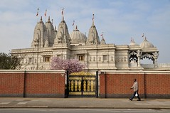 London Neasden Temple (Manuel.A.69) Tags: city uk england urban building london architecture religious temple yahoo google europe flickr suburban faith capital religion suburbia ciudad brent londres metropolis geography londra citta wembley urbain geographie neasden hindou appert