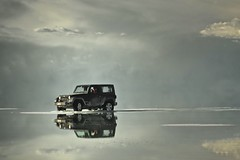 Uyuni surreal (Carlos_Daz) Tags: reflection jeep bolivia uyuni wrangler nikond300