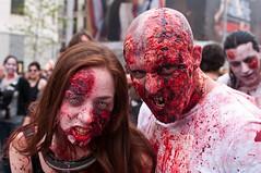 Zombis - Zombies 34 (paco.ghun) Tags: madrid pentax zombie zombies disfraces zombi k20 kdds k20d marchazombi paomartnez pacoghun
