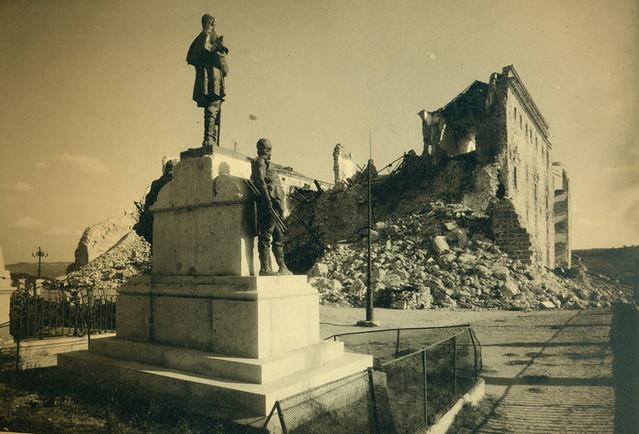 Escultura del Comandante Villamartín en el Alcázar de Toledo destruido en la Guerra Civil. Fotografía de Pelayo Mas Castañeda. Causa de los mártires de la persecución religiosa en Toledo