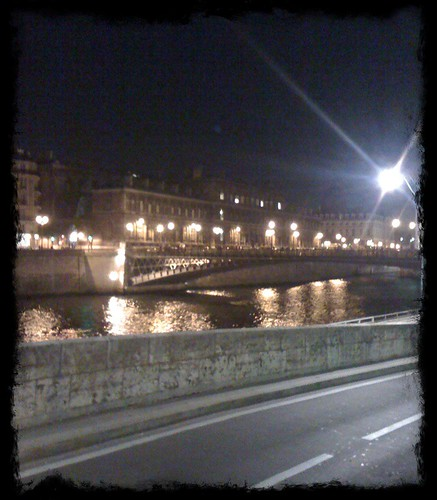 <span>parigi</span>La Seine<br><br><p class='tag'>tag:<br/>luoghi   viaggio   parigi   </p>