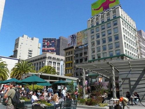 Union Square in San Francisco (by: Benjamin Dumas, creative commons license)