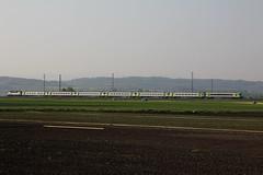 RegioExpress mit BLS EW III und BLS Ltschbergbahn Lokomotive Re 4/4 II im grossen Moos bei Kerzers im Kanton Freiburg in der Schweiz (chrchr_75) Tags: hurni christoph schweizi suisse switzerland svizzera suissa swiss kanton chrchr chrchr75 chrigu chriguhurni 1104 april 2011 bahn train treno zug eisenbahn albumbahnenderschweiz2011 juna zoug trainen tog tren  lokomotive  locomotora lok lokomotiv locomotief locomotiva locomotive railway rautatie chemin de fer ferrovia  spoorweg  centralstation ferroviaria albumblsltschbergbahn bls ltschbergbahn bern ltschberg simplon albumgrossesmoos grosses moos niedermoorgebiet niedermoor moor gemse gemsekammer chriguhurnibluemailch schweiz albumgemseanbauinderschweiz gemseanbau landwirtschaft vegetable growing culture lgumes orticoltura