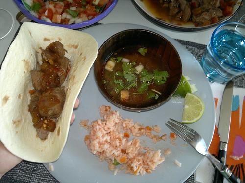Birria de reno, consomé, pico de gallo & arroz a la mexicana