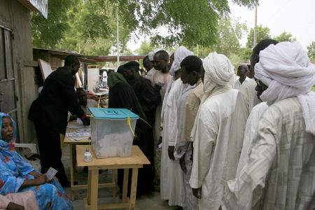 Chadian voters cast their ballots in the national presidential elections held on April 25, 2011. These voters were lined up in the capital of N'Djamena of the oil-rich Central African state. by Pan-African News Wire File Photos