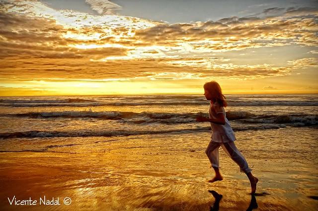 niña comunión playa amanecer 08 fotos nadal