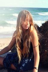 [フリー画像] 人物, 女性, ビーチ・砂浜, 201105080900