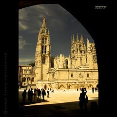 Catedral de Burgos (m@®©ãǿ►ðȅtǭǹȁðǿr◄©) Tags: españa canon arquitectura burgos gotico castillayleón catedraldeburgos canoneos400ddigital pueblosdeespaña canonefs1855mmf3556is m®©ãǿ►ðȅtǭǹȁðǿr◄© marcovianna