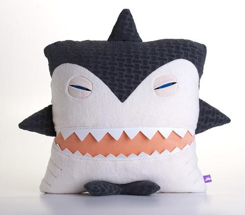 Le requin en peluche de Velvet Moustache