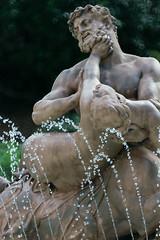 Statue (zigazou76) Tags: statue jardin rouen 500mm fontaine ville hôtel centaure samyang nessus enlèvement déjanire schœnewerk
