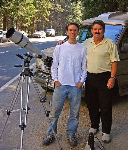 Erik Sloan and Tom Evans with the 800mm lens that took all those awesome shots.  Photo borrowed from The El Cap Report.