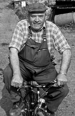 willie on bike- (E.........'s Diary) Tags: denbrae life st andrews