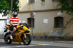 Triumph Daytona 675i (Ed Cunha Ph) Tags: gold avenida br curitiba triumph daytona bikers superbikes ctba sbk batel edcunhaph bikersbr 675i