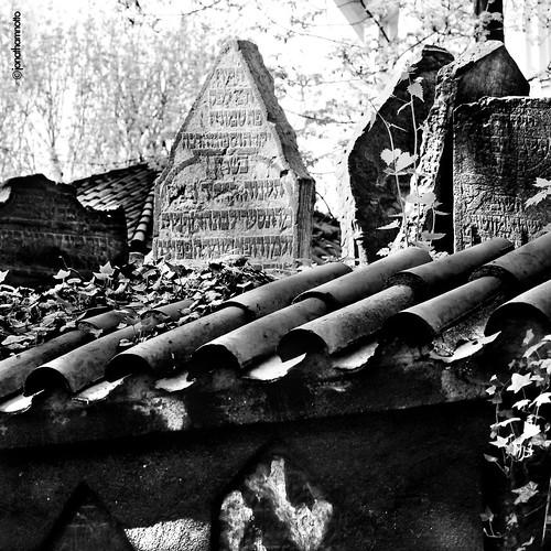 Shot 22 (Cementerio Judío - Praga) by ICONOJONA