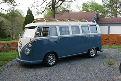 67 vw bus roof rack (ribeye280) Tags: bus berg car vw bug volkswagen chrome german split wolfsburg sassafras empi roofrack showcar l31 bugpack doveblue raderwheels vwsplitwindowbus